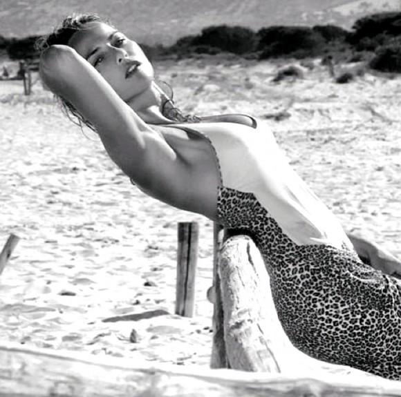 Francesca Ruocco sexy beach