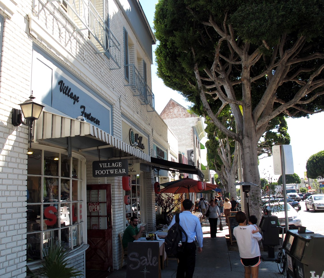 larchmont village old fashioned town in the middle of los