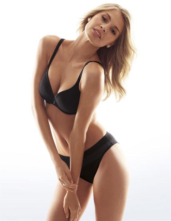 Simona Starkute black bikini