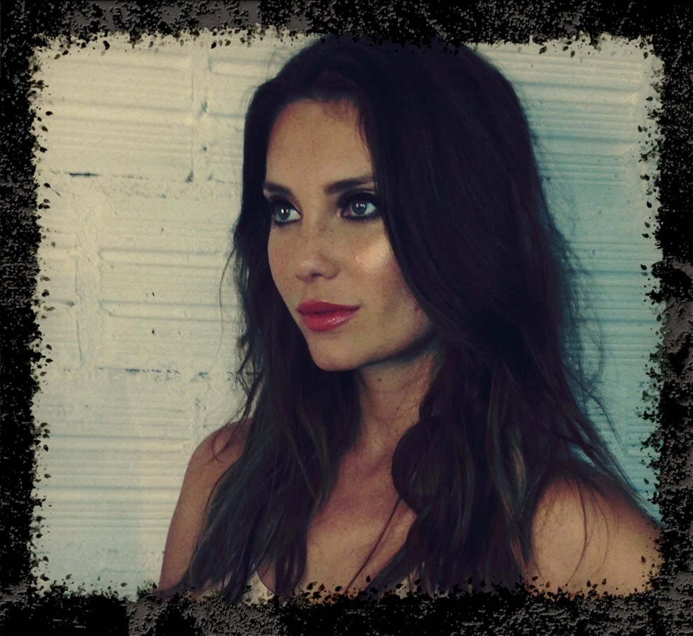 Julia Pereira behind the scenes 7