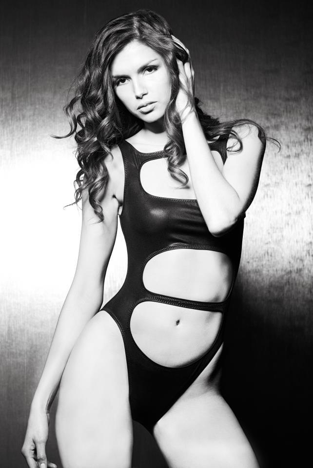 alejandra cata bikini