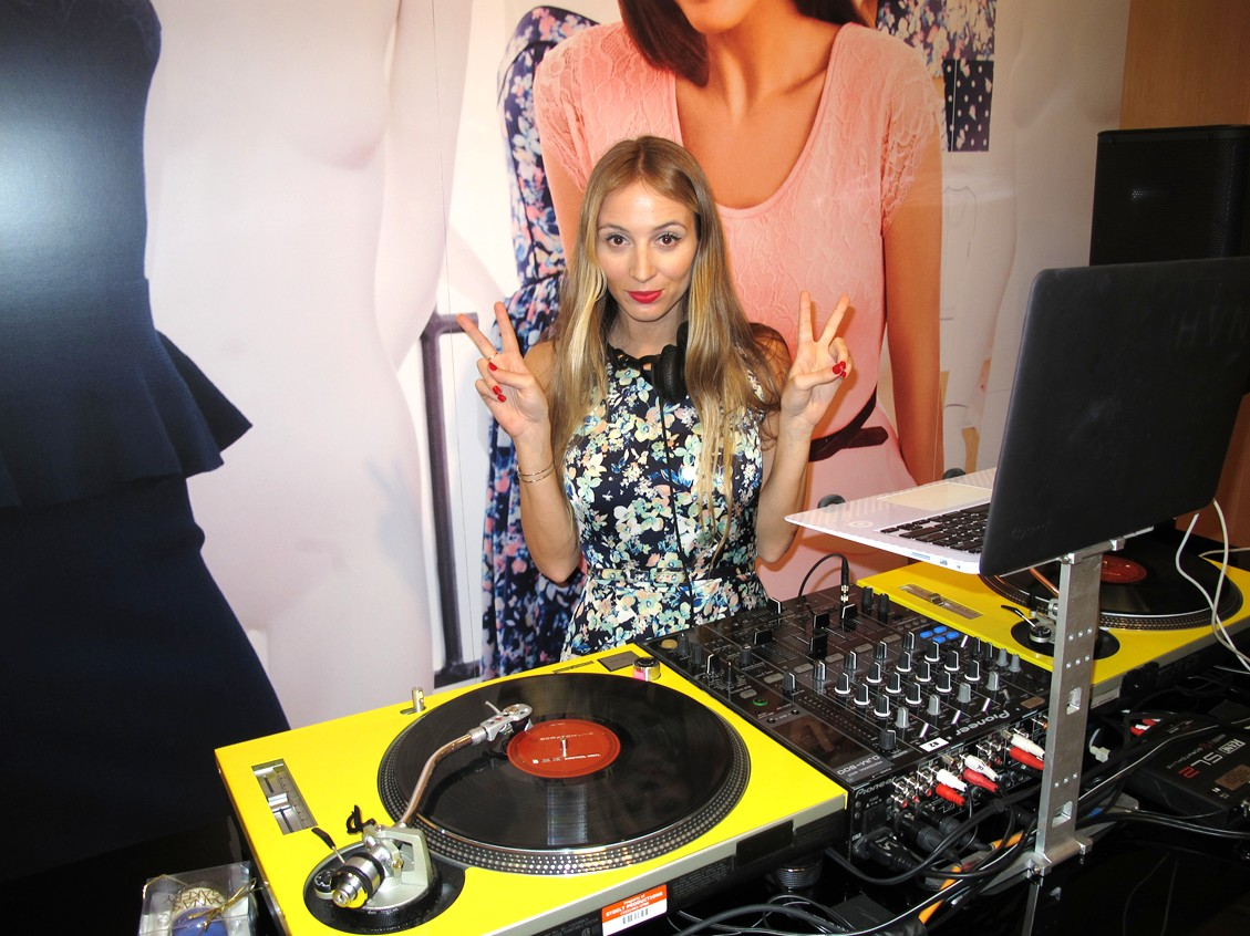 DJ Harley Viera-Newton_EVA MENDES FOR NEW YORK & COMPANY POP UP SHOP