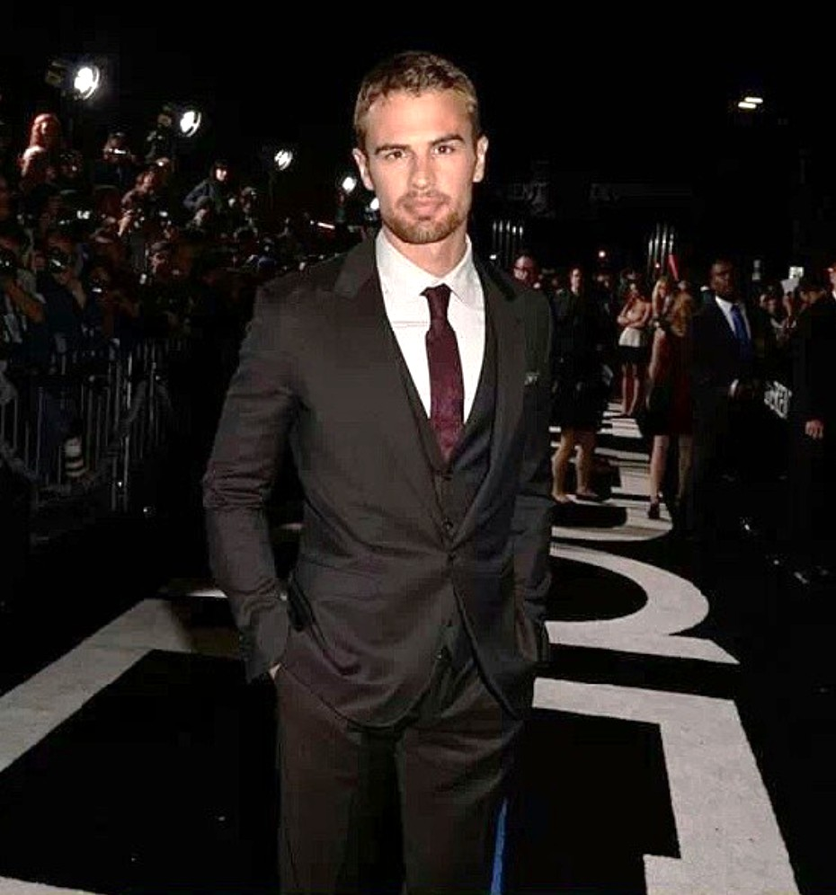 Theo James_Divergent_premiere