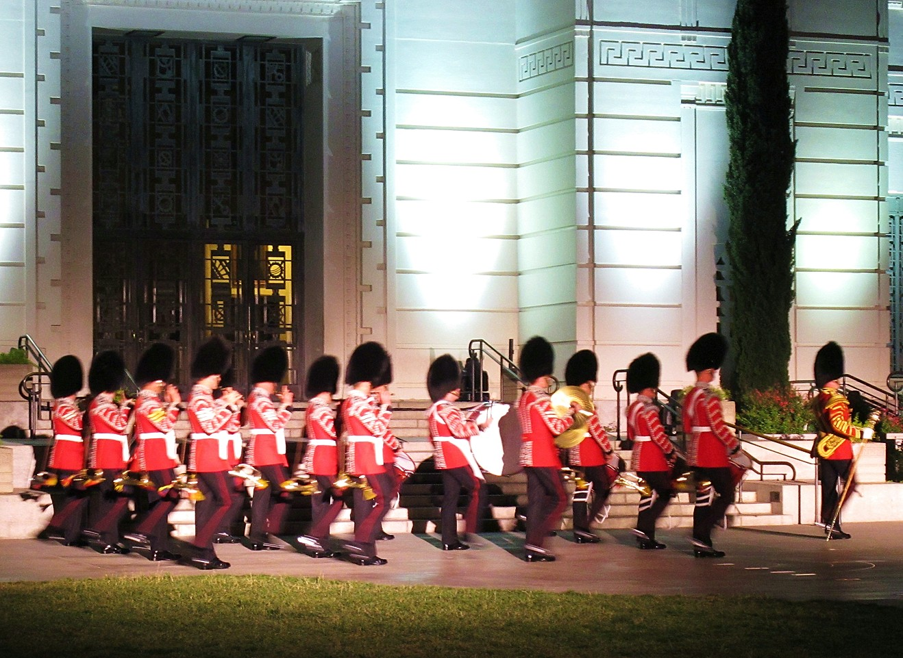 Burberry London in Los Angeles, Royal guard