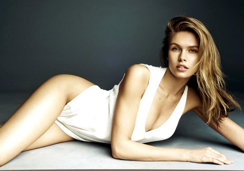 Lada Kravchenko, sleepwear, white