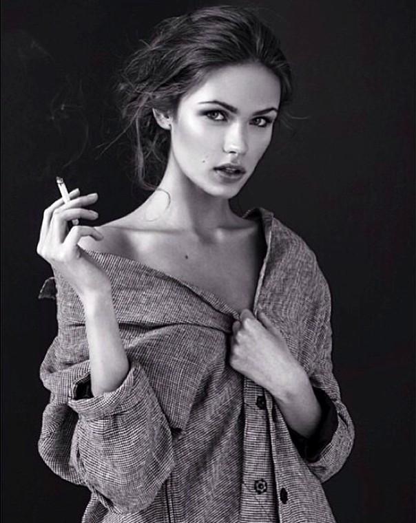 Lada Kravchenko, smoker