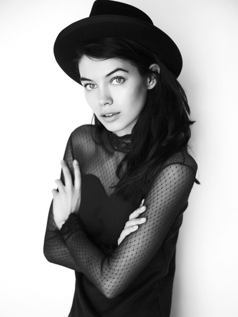 Iulia Cirstea, black white hat