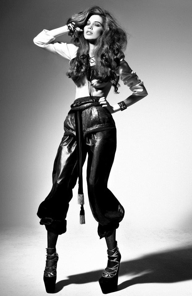 Iulia Cirstea, black white, rock roll
