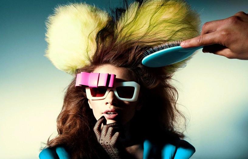 Iulia Cirstea, fashion glasses brush