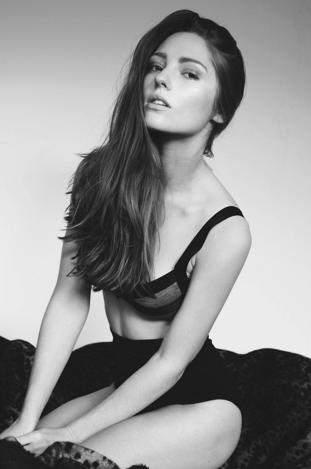 Ellie Dowling 34