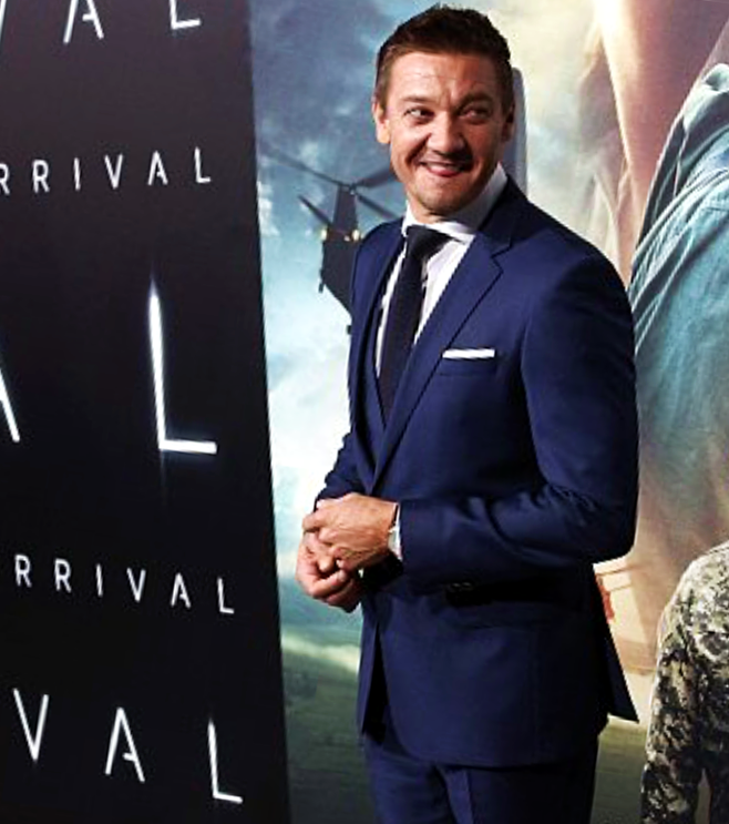 arrival-movie-premiere-jeremy-renner-red-carpet